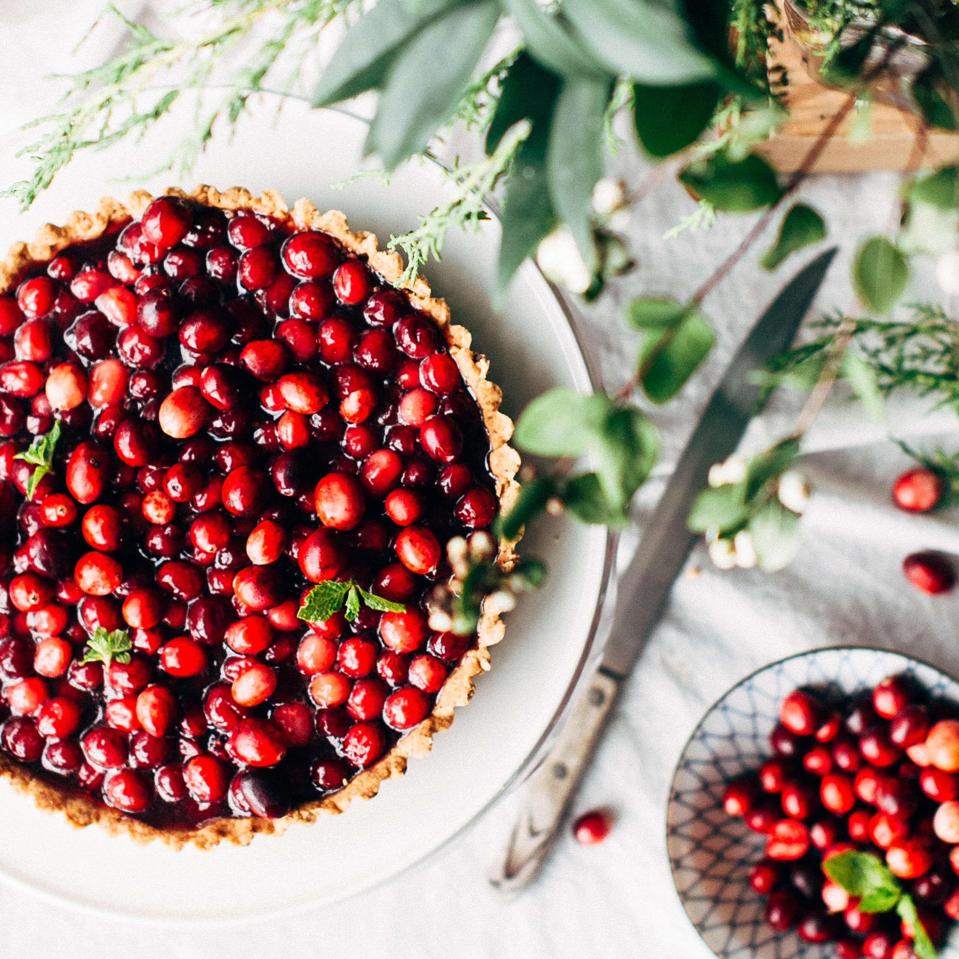 cranberry pie, knife