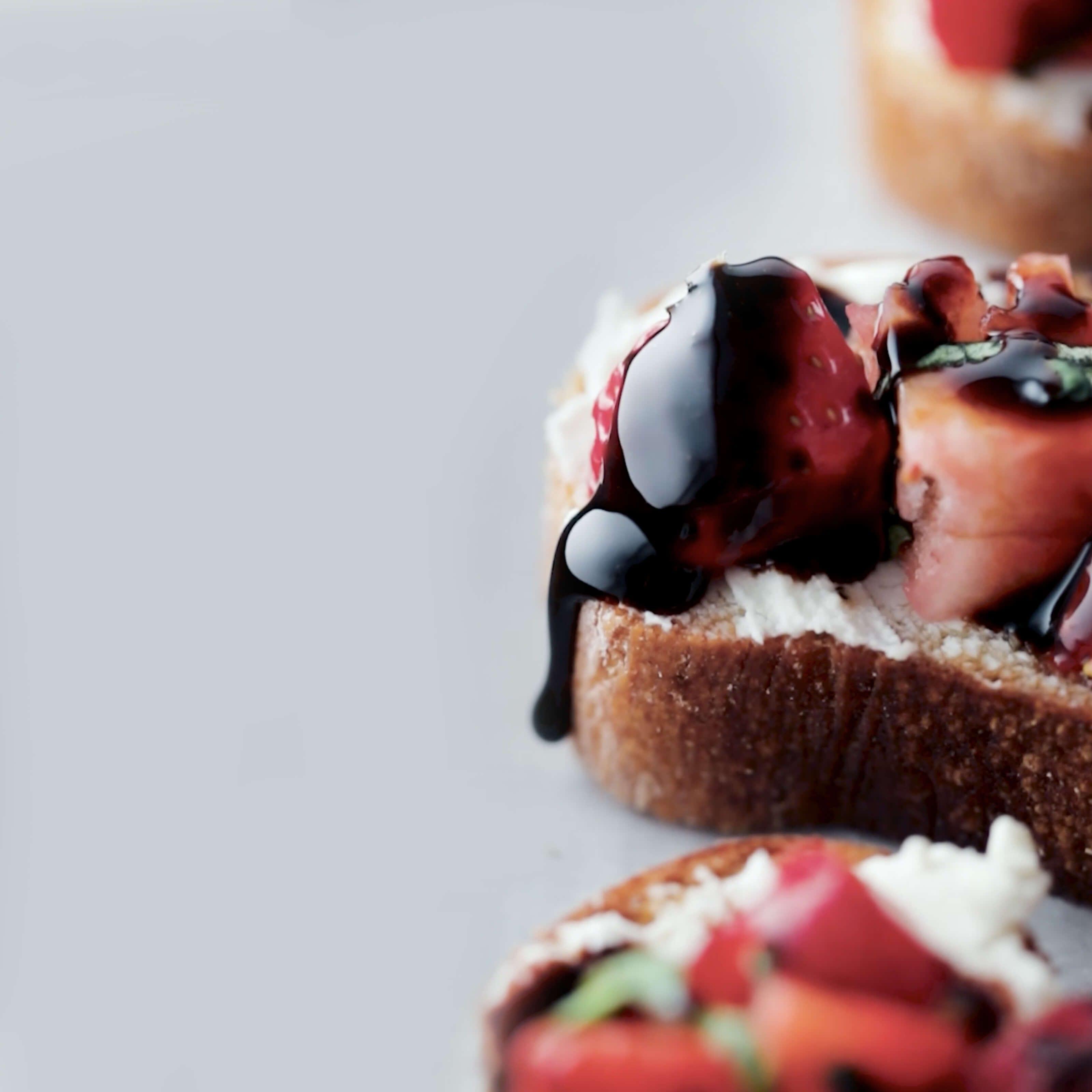 strawberry balsamic goat cheese crostini