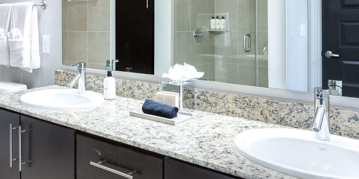 locale apartment bathroom in houston