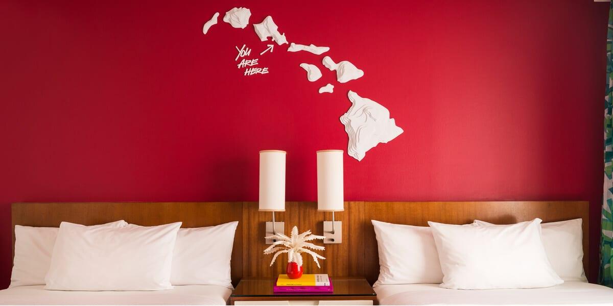 hotel beds, hawaii map on wall