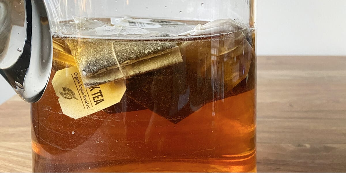 english breakfast tea steeping in glass pitcher