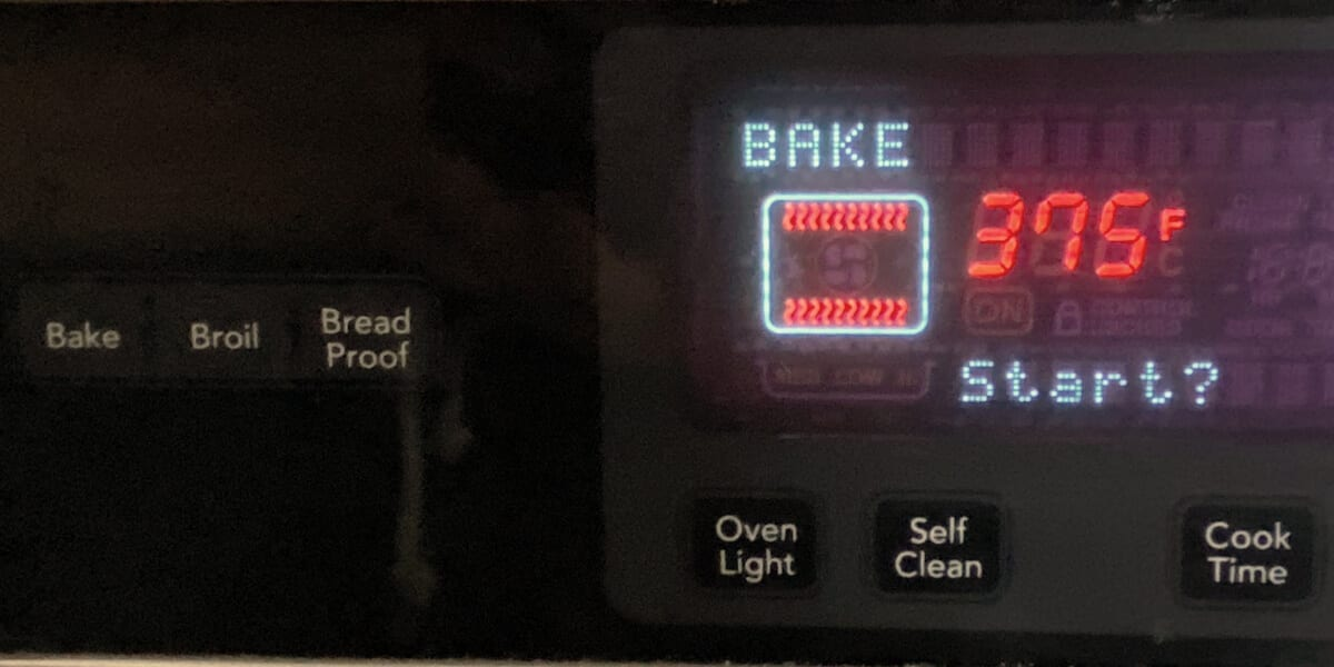baking oven display set to 375 degrees Fahrenheit