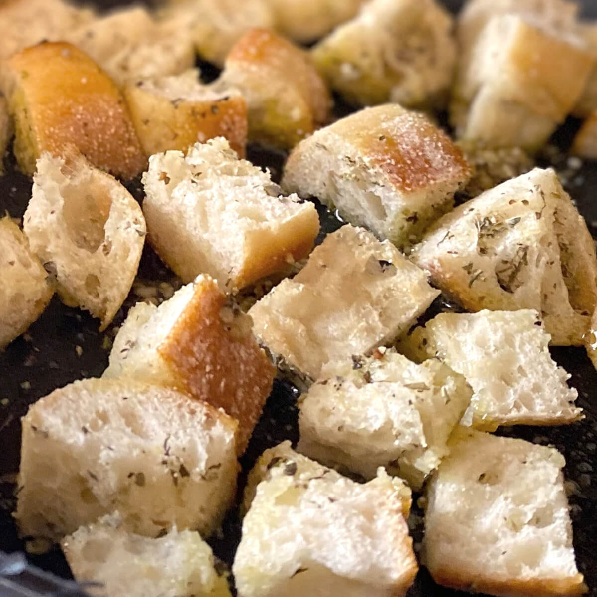 croutons seasoned with herbs