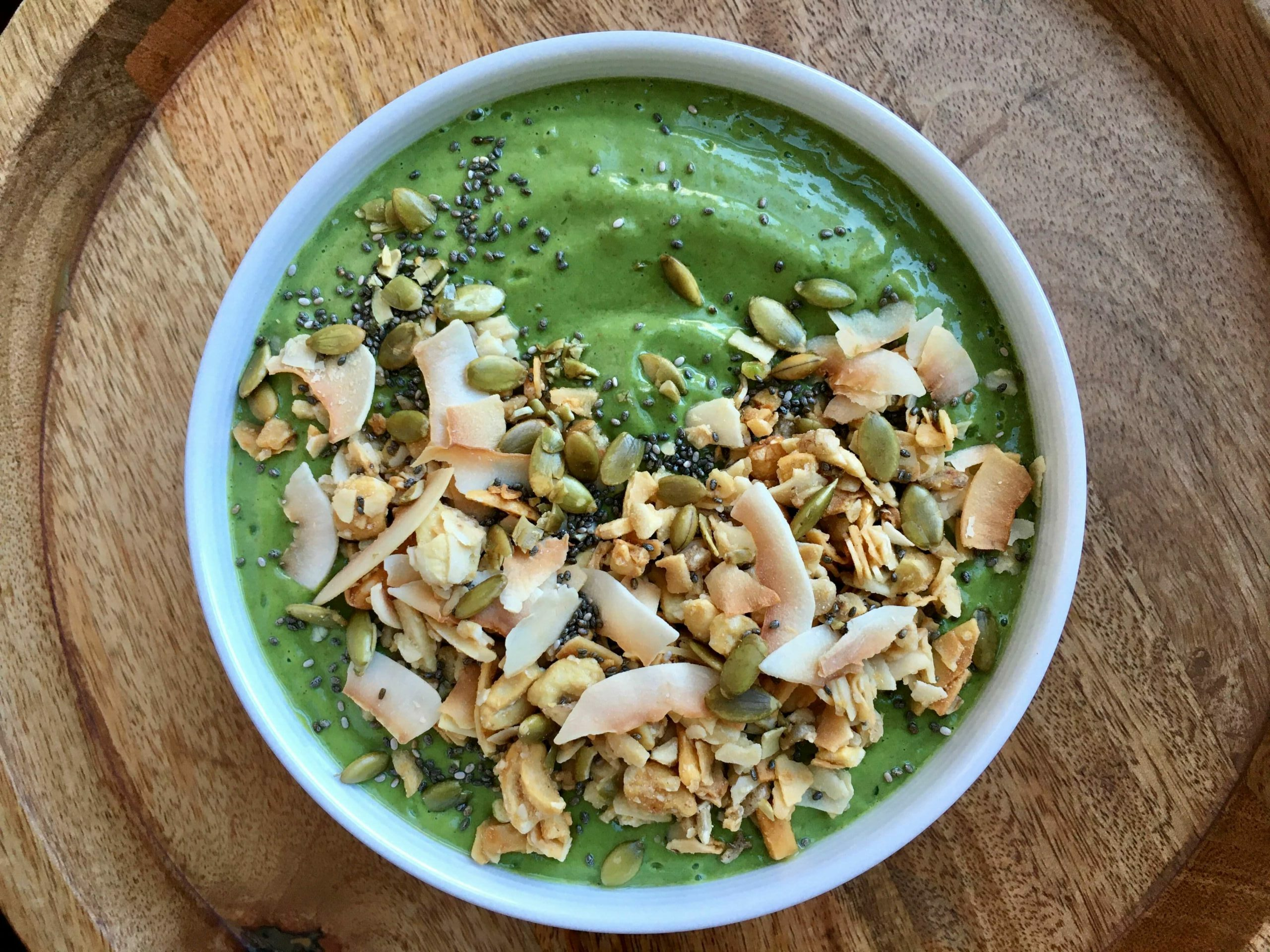 PG Recipes: Green Smoothie Bowl (With Toppings)